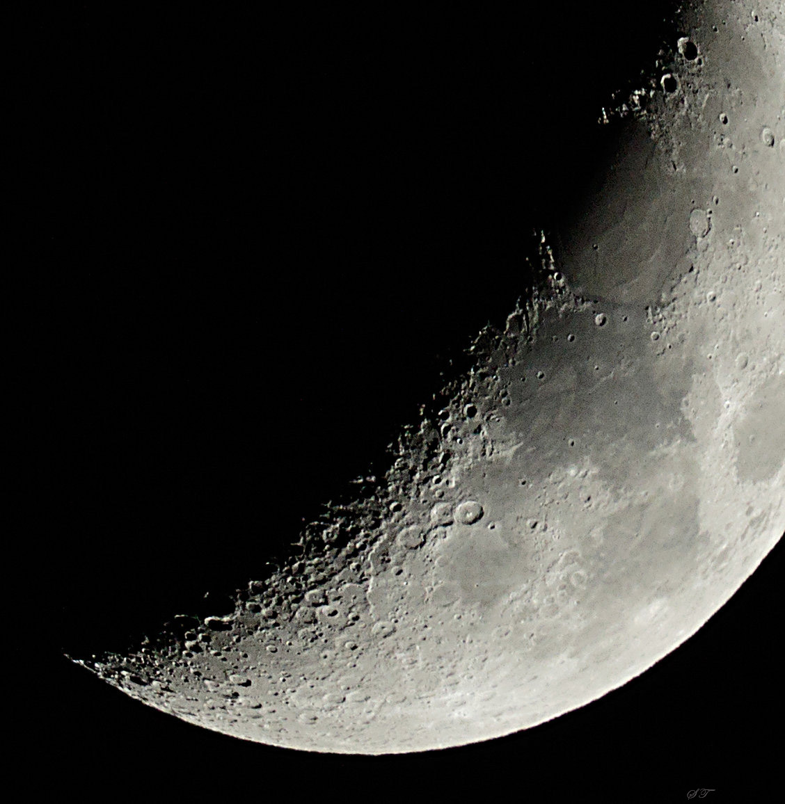 088_700mm_181213_BY_320A8957_lr_5DaysOld_Moon.jpg