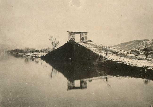 002 西湖断桥近照.jpg