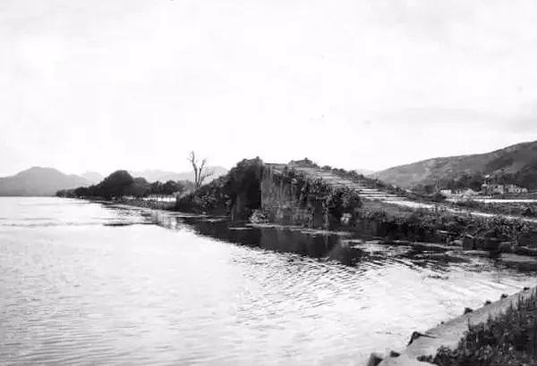 003 1911年辛亥革命后 断桥 上的门被拆掉.jpg